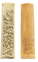 A FINELY CARVED IVORY WRIST RE