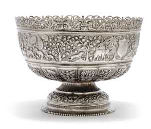AN INDIAN SILVER RICE BOWL