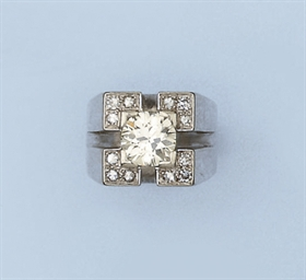 A RETRO DIAMOND RING