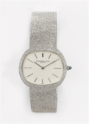 AN 18K WHITE GOLD WRISTWATCH,