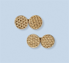 A PAIR OF CUFF LINKS, BY MELLE