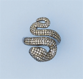 A DIAMOND SNAKE RING