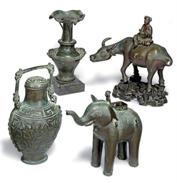 A GROUP OF THREE CHINESE BRONZ