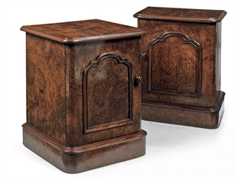 A PAIR OF FIGURED WALNUT BEDSI