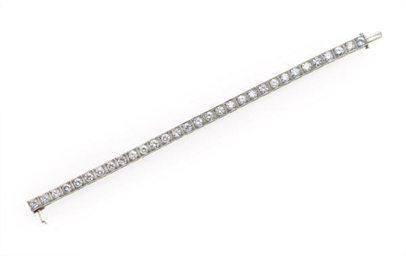 A DIAMOND AND PLATINUM BRACELE