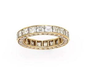 A DIAMOND AND GOLD BAND RING