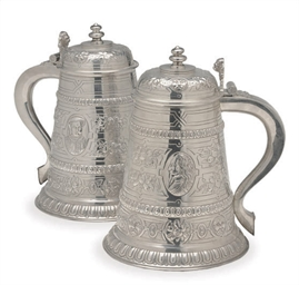 A PAIR OF LARGE AMERICAN SILVE