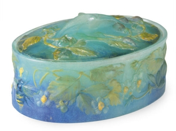 A FRENCH PATE-DE-VERRE BOX AND