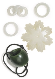 A GROUP OF FIVE CHINESE JADE A