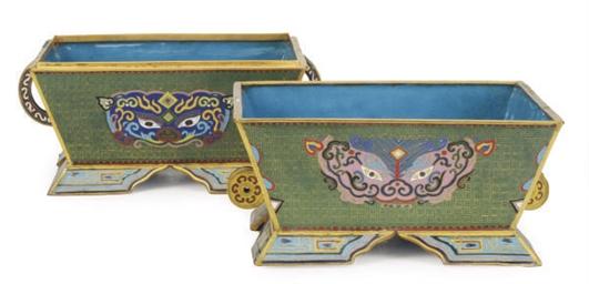 A CHINESE CLOISONNE ENAMEL BOX