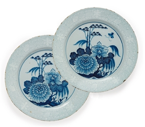 A PAIR OF LAMBETH DELFT BIANCO