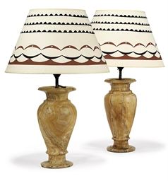 A PAIR OF ALABASTER TABLE LAMP