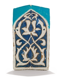 A TIMURID CARVED POTTERY SQUIN