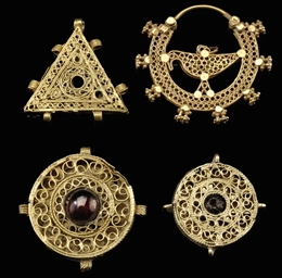 FOUR GOLD FILIGREE JEWELERY EL