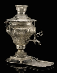 AN ENGRAVED SILVER SAMOVAR AND