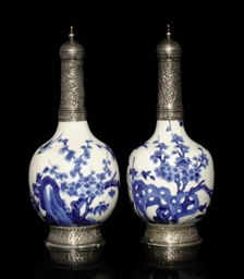 A PAIR OF BLUE-AND-WHITE KANGX