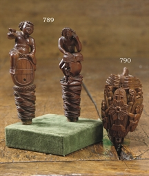 A CARVED COQUILLA NUT SNUFF BO