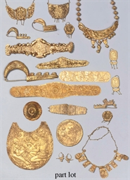 A COLLECTION OF GOLD ARTEFACTS