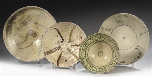 FOUR EARLY ISLAMIC POTTERY BOW