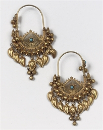 A PAIR OF OTTOMAN GOLD HOOP EA