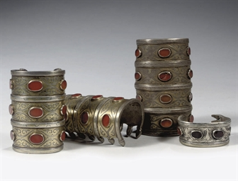 A PAIR OF SILVER AND CARNELIAN