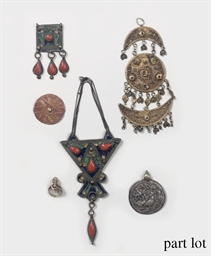 A GROUP OF SILVER JEWELERY, AF