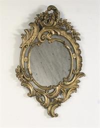 A DUTCH CARVED GILTWOOD MIRROR