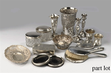 AN ASSORTED LOT OF MAINLY DUTCH SILVER OBJECTS