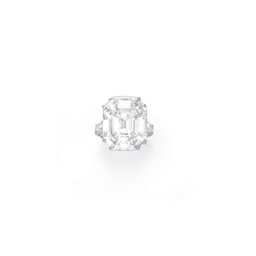 AN ELEGANT DIAMOND RING, BY BU