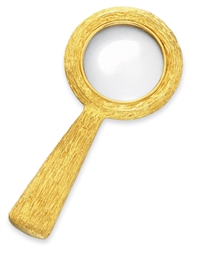 A GOLD MAGNIFYING GLASS, BY ST