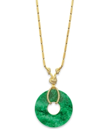 A JADE, DIAMOND AND GOLD PENDA