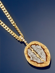 A diamond set novelty pendant