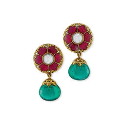 A PAIR OF EMERALD DIAMOND AND