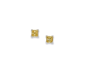 A PAIR OF COLOURED DIAMOND EAR