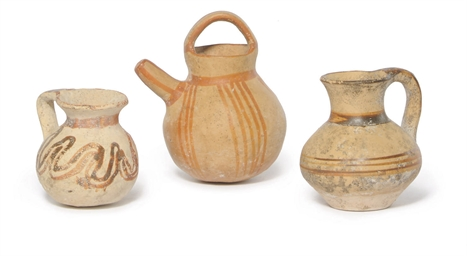 A MYCENAEAN POTTERY SPOUTED JU