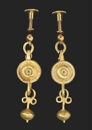 A PAIR OF ROMAN GOLD PENDANT E