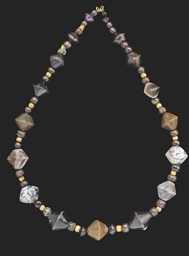 A ROMAN AGATE BEAD NECKLACE