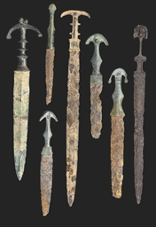A LURISTAN BRONZE SHORT SWORD