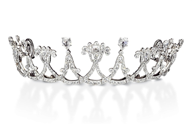 A BELLE EPOQUE DIAMOND TIARA,