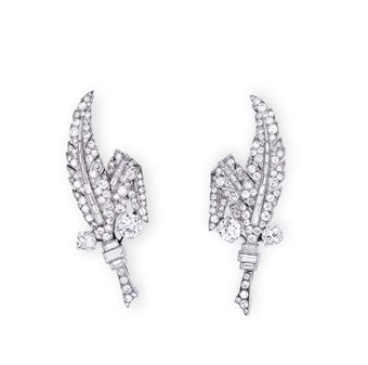 A PAIR OF DIAMOND DRESS CLIPS/BROOCH