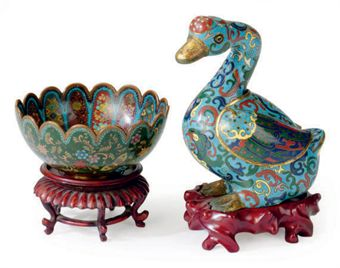 A CHINESE CLOISONNE ENAMEL DUCK-FORM CENSER AND A JAPANESE LOBED CLOISONNE ENAMEL BOWL,
