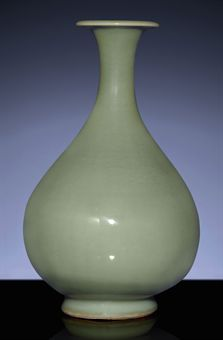 A RARE EARLY MING LONGQUAN CELADON PEAR-SHAPED VASE, YUHUCHUNPING