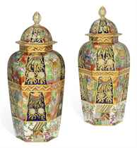 A PAIR OF CHAMBERLAIN'S WORCESTER IMARI-PATTERN TAPERING HEXAGONAL VASES AND DOMED COVERS