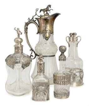 A GROUP OF SILVER AND SILVER-PLATE MOUNTED DECANTERS, AND A CUT GLASS SILVER PLATE MOUNTED CLARET JUG WITH HINGED COVER,