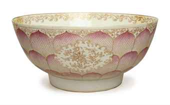 A CHINESE EXPORT PORCELAIN LOTUS PUNCH BOWL,