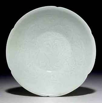 A QINGBAI CARVED PETAL-LOBED BOWL
