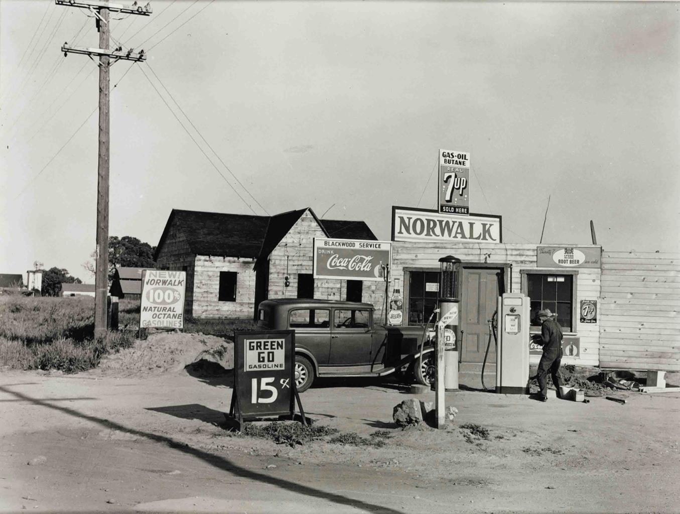 Dorothea Lange 1895 1965 Riverbank Gas Station 1940