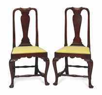 A PAIR OF QUEEN ANNE WALNUT SIDE CHAIRS