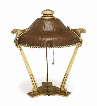 AN AMERICAN ARTS AND CRAFTS BRASS AND HAMMERED-COPPER TABLE LAMP,