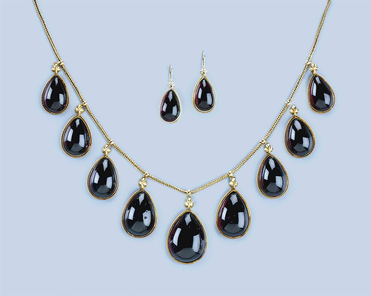 An Antique Garnet Necklace And Matching Earrings Jewelry